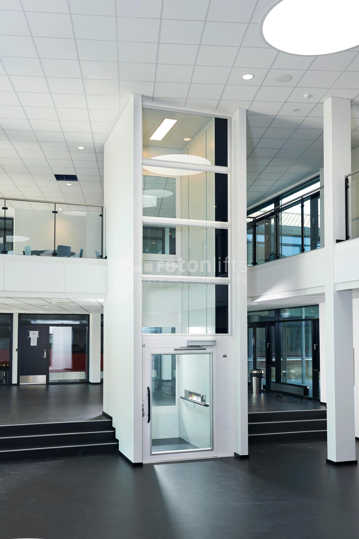 Platformlift in een school (1000kg)