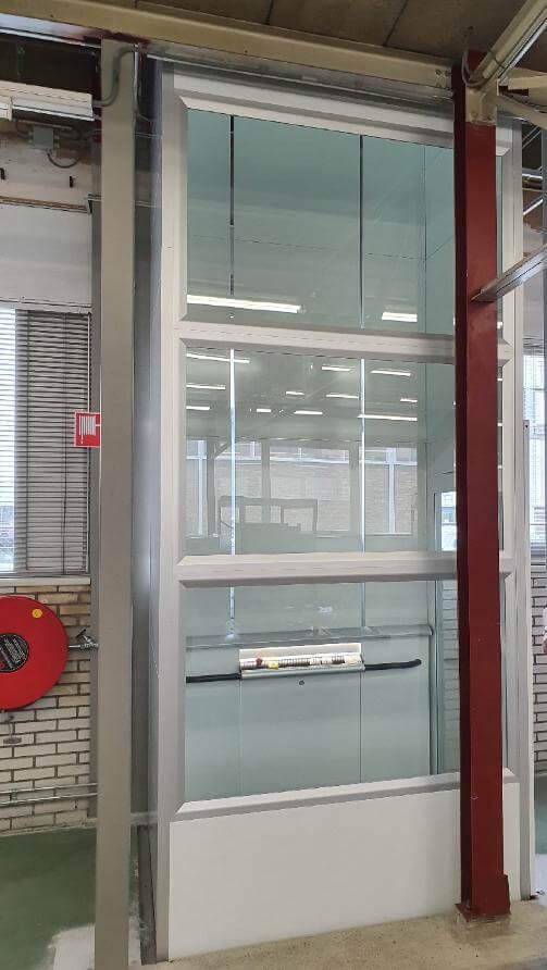 Platformlift met glas
